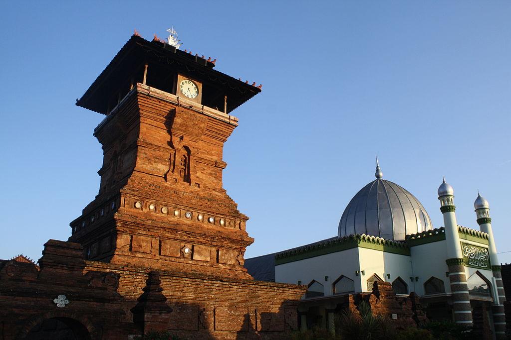 1024px Masjid Menara Kudus