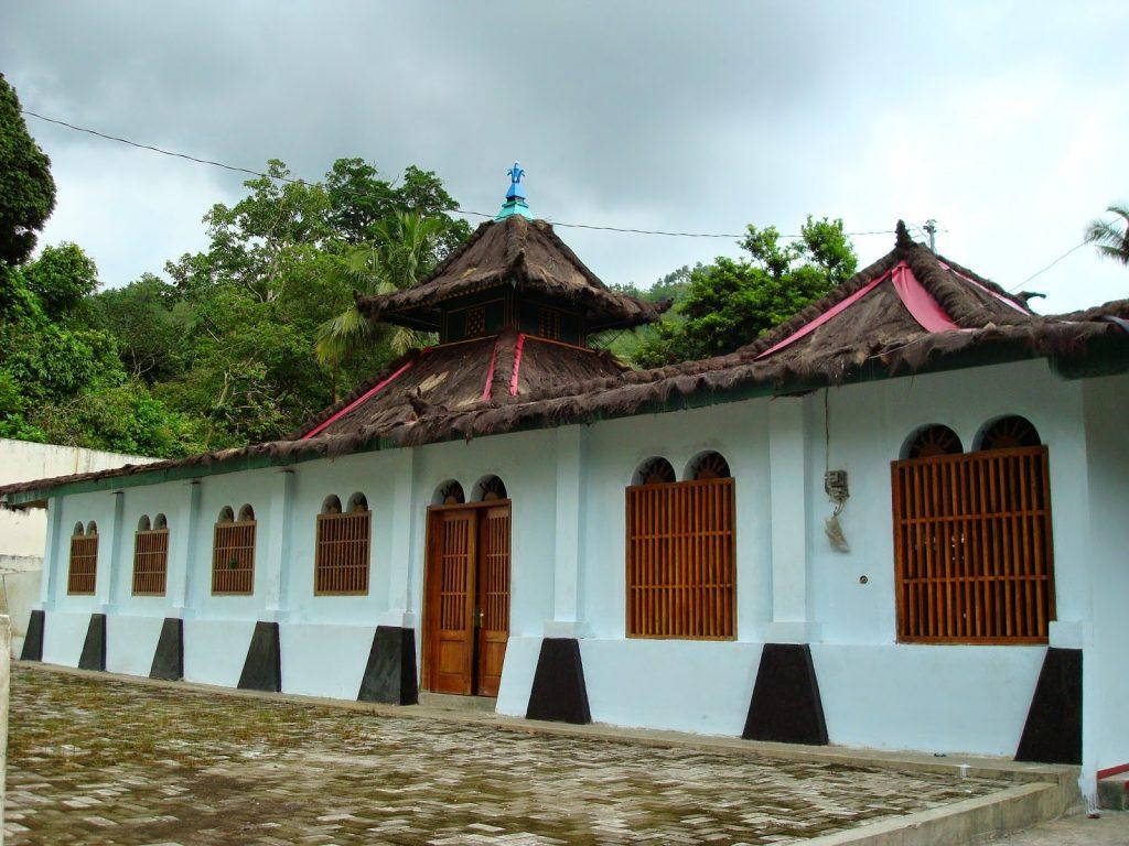 Masjid Saka Tunggal Cikakak Wangon