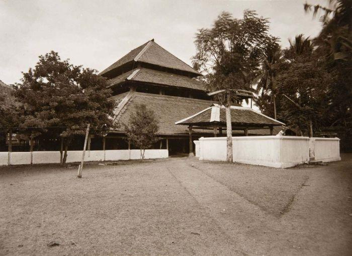 Collectie Tropenmuseum Moskee Cheribon Tmnr 60005173