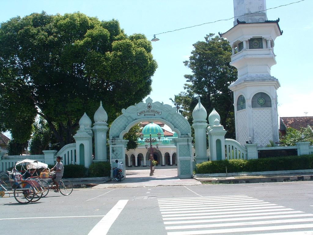 Melihat Sejarah Islam Kota Reog Di Masjid Agung Ponorogo